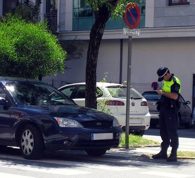 policia_multando_en_paso_de_cebra