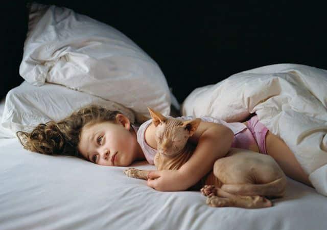 La fotógrafa Robin Schwartz muestra la conexión de su hija con animales de todo tipo 18