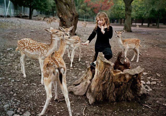 La fotógrafa Robin Schwartz muestra la conexión de su hija con animales de todo tipo 23