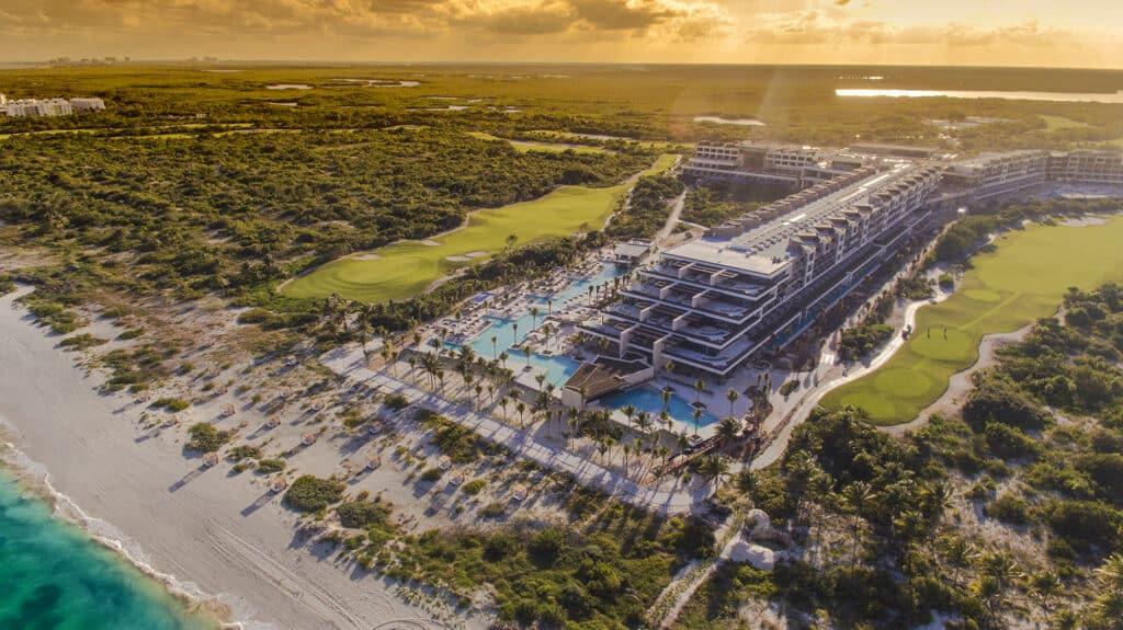 ESTUDIO Playa Mujeres: complejo turístico 5 estrellas